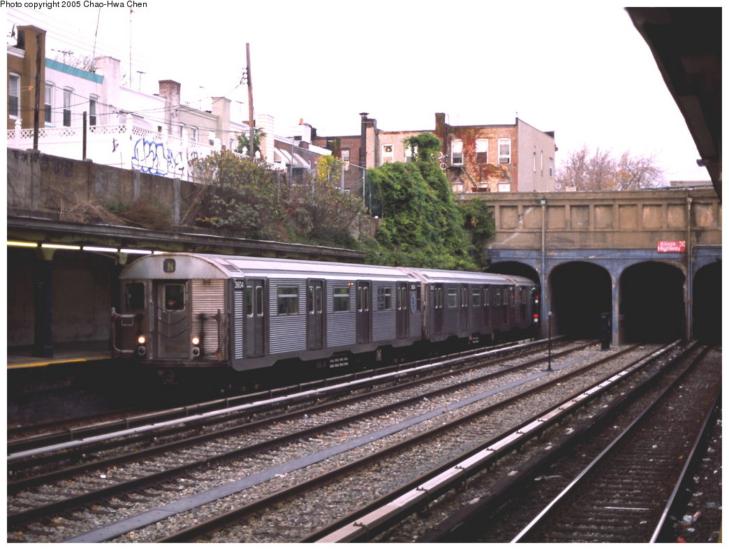 (180k, 1044x788)<br><b>Country:</b> United States<br><b>City:</b> New York<br><b>System:</b> New York City Transit<br><b>Line:</b> BMT Sea Beach Line<br><b>Location:</b> Kings Highway <br><b>Route:</b> N<br><b>Car:</b> R-32 (Budd, 1964)  3604 <br><b>Photo by:</b> Chao-Hwa Chen<br><b>Date:</b> 11/18/2000<br><b>Viewed (this week/total):</b> 3 / 3275