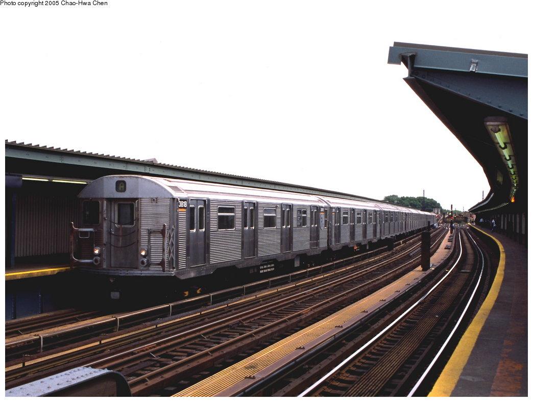 (142k, 1044x788)<br><b>Country:</b> United States<br><b>City:</b> New York<br><b>System:</b> New York City Transit<br><b>Line:</b> IND Fulton Street Line<br><b>Location:</b> Rockaway Boulevard <br><b>Route:</b> A<br><b>Car:</b> R-32 (Budd, 1964)  3818 <br><b>Photo by:</b> Chao-Hwa Chen<br><b>Date:</b> 6/30/1999<br><b>Viewed (this week/total):</b> 0 / 2880