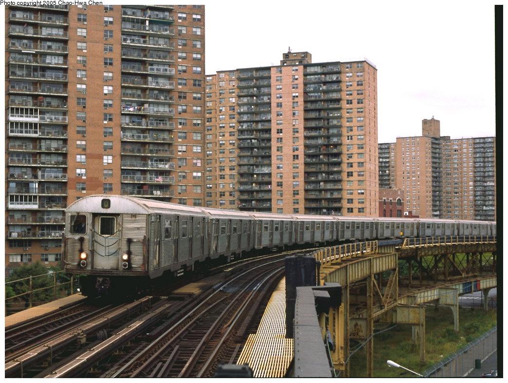 (219k, 1044x788)<br><b>Country:</b> United States<br><b>City:</b> New York<br><b>System:</b> New York City Transit<br><b>Line:</b> BMT Brighton Line<br><b>Location:</b> West 8th Street <br><b>Route:</b> Q<br><b>Car:</b> R-32 (Budd, 1964)  3909 <br><b>Photo by:</b> Chao-Hwa Chen<br><b>Date:</b> 9/30/2001<br><b>Viewed (this week/total):</b> 3 / 4679