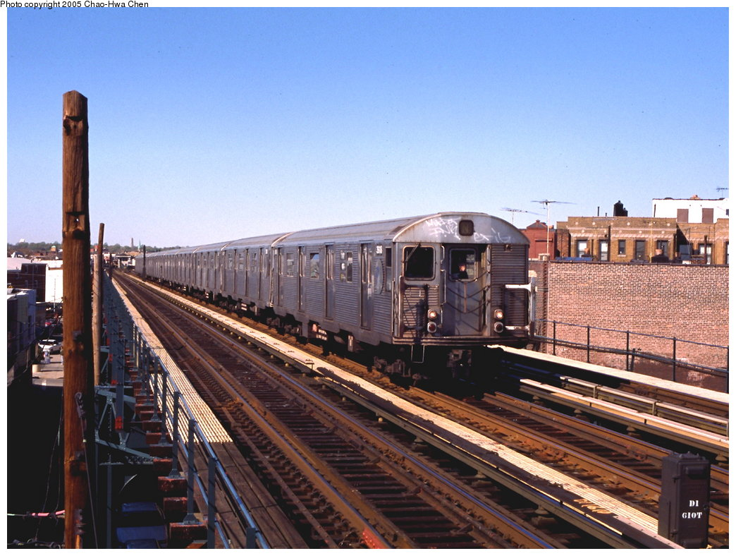 (194k, 1044x788)<br><b>Country:</b> United States<br><b>City:</b> New York<br><b>System:</b> New York City Transit<br><b>Line:</b> BMT West End Line<br><b>Location:</b> 71st Street <br><b>Route:</b> N<br><b>Car:</b> R-32 (Budd, 1964)  3918 <br><b>Photo by:</b> Chao-Hwa Chen<br><b>Date:</b> 4/24/1999<br><b>Notes:</b> N train reroute<br><b>Viewed (this week/total):</b> 2 / 2902