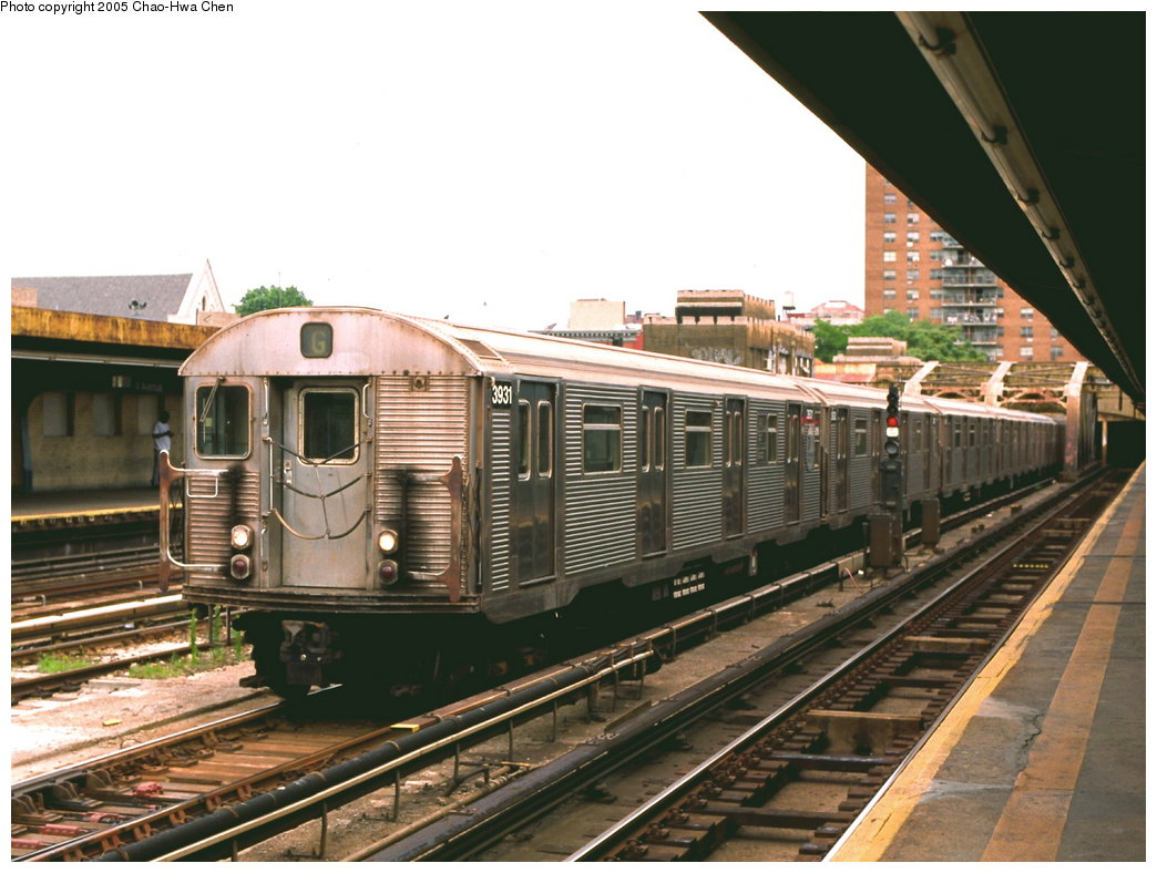 (174k, 1044x788)<br><b>Country:</b> United States<br><b>City:</b> New York<br><b>System:</b> New York City Transit<br><b>Line:</b> IND Crosstown Line<br><b>Location:</b> 4th Avenue <br><b>Route:</b> G<br><b>Car:</b> R-32 (Budd, 1964)  3931 <br><b>Photo by:</b> Chao-Hwa Chen<br><b>Date:</b> 6/30/1999<br><b>Viewed (this week/total):</b> 0 / 4146