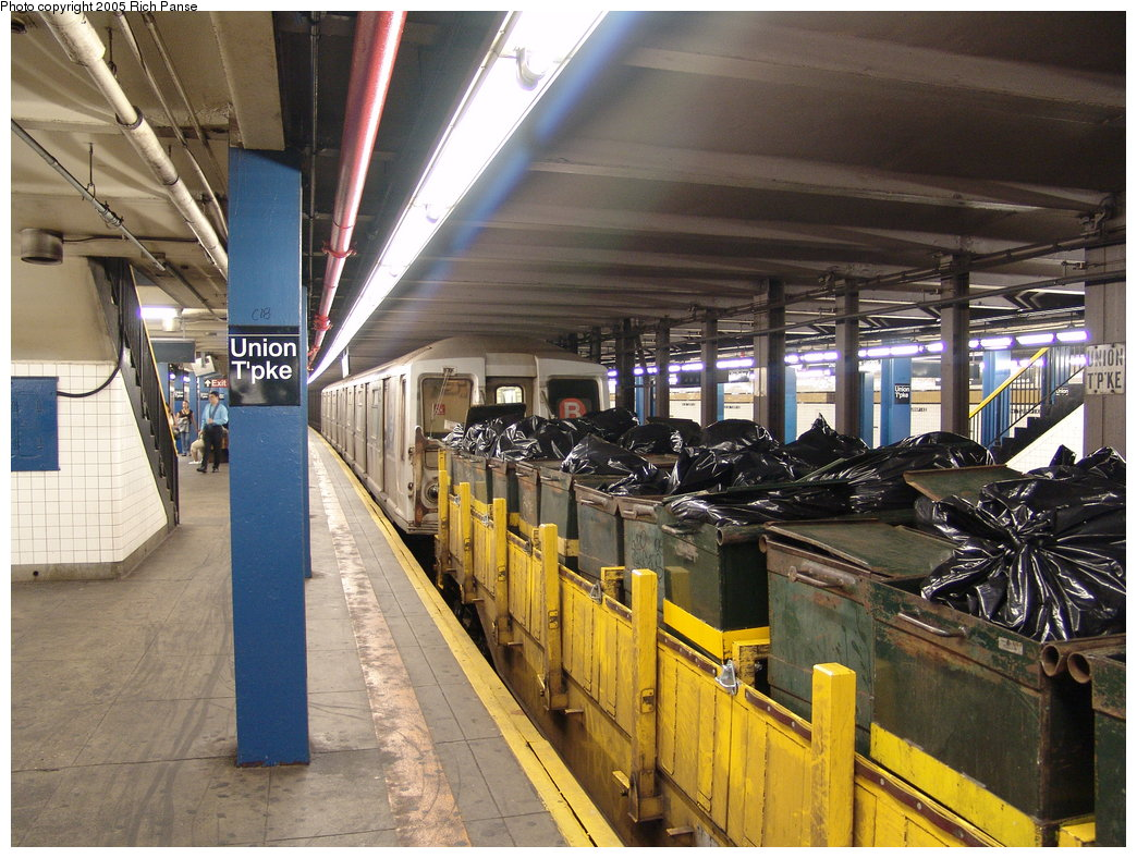 (229k, 1044x788)<br><b>Country:</b> United States<br><b>City:</b> New York<br><b>System:</b> New York City Transit<br><b>Line:</b> IND Queens Boulevard Line<br><b>Location:</b> Union Turnpike/Kew Gardens <br><b>Route:</b> Work Service<br><b>Car:</b> R-40 (St. Louis, 1968)   <br><b>Photo by:</b> Richard Panse<br><b>Date:</b> 8/23/2005<br><b>Notes:</b> R40 cars in work service on garbage collection train. Regular service cars are used in hot weather to provide air conditioning to the work crew.<br><b>Viewed (this week/total):</b> 4 / 4251