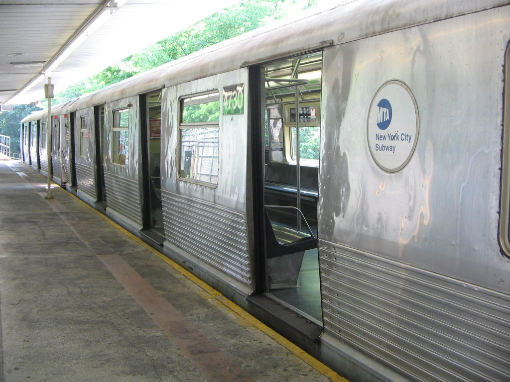 (134k, 1024x768)<br><b>Country:</b> United States<br><b>City:</b> New York<br><b>System:</b> New York City Transit<br><b>Line:</b> BMT Myrtle Avenue Line<br><b>Location:</b> Metropolitan Avenue <br><b>Route:</b> M<br><b>Car:</b> R-42 (St. Louis, 1969-1970)  4730 <br><b>Photo by:</b> Jose Martinez<br><b>Date:</b> 7/19/2005<br><b>Viewed (this week/total):</b> 1 / 3315