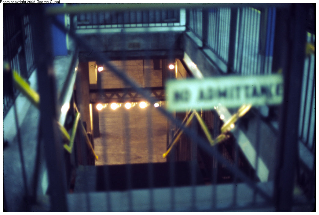 (146k, 1044x704)<br><b>Country:</b> United States<br><b>City:</b> New York<br><b>System:</b> New York City Transit<br><b>Line:</b> BMT Broadway Line<br><b>Location:</b> City Hall Lower Level <br><b>Photo by:</b> George Cuhaj<br><b>Date:</b> 7/2/1976<br><b>Viewed (this week/total):</b> 5 / 6229
