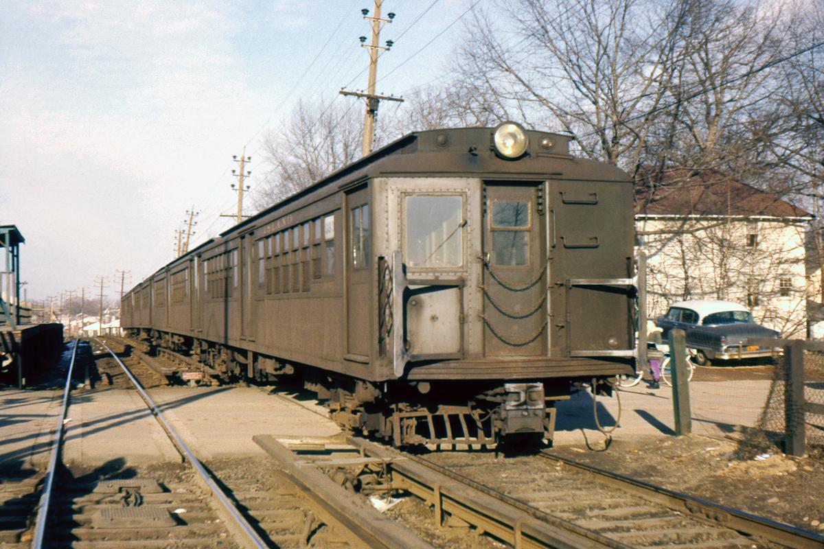(450k, 1044x721)<br><b>Country:</b> United States<br><b>City:</b> New York<br><b>System:</b> New York City Transit<br><b>Line:</b> SIRT<br><b>Car:</b> SIRT ME-1 (Motor conv. from trailer)  393 <br><b>Photo by:</b> Ed Davis, Sr.<br><b>Collection of:</b> David Pirmann<br><b>Viewed (this week/total):</b> 2 / 5426