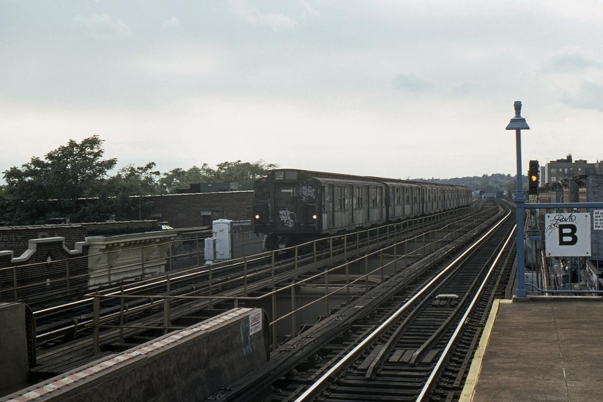 (403k, 1024x682)<br><b>Country:</b> United States<br><b>City:</b> New York<br><b>System:</b> New York City Transit<br><b>Line:</b> BMT Nassau Street/Jamaica Line<br><b>Location:</b> 85th Street/Forest Parkway <br><b>Car:</b> R-1/R-9 Series   <br><b>Photo by:</b> Ed Davis, Sr.<br><b>Collection of:</b> David Pirmann<br><b>Date:</b> 10/1976<br><b>Viewed (this week/total):</b> 0 / 3857