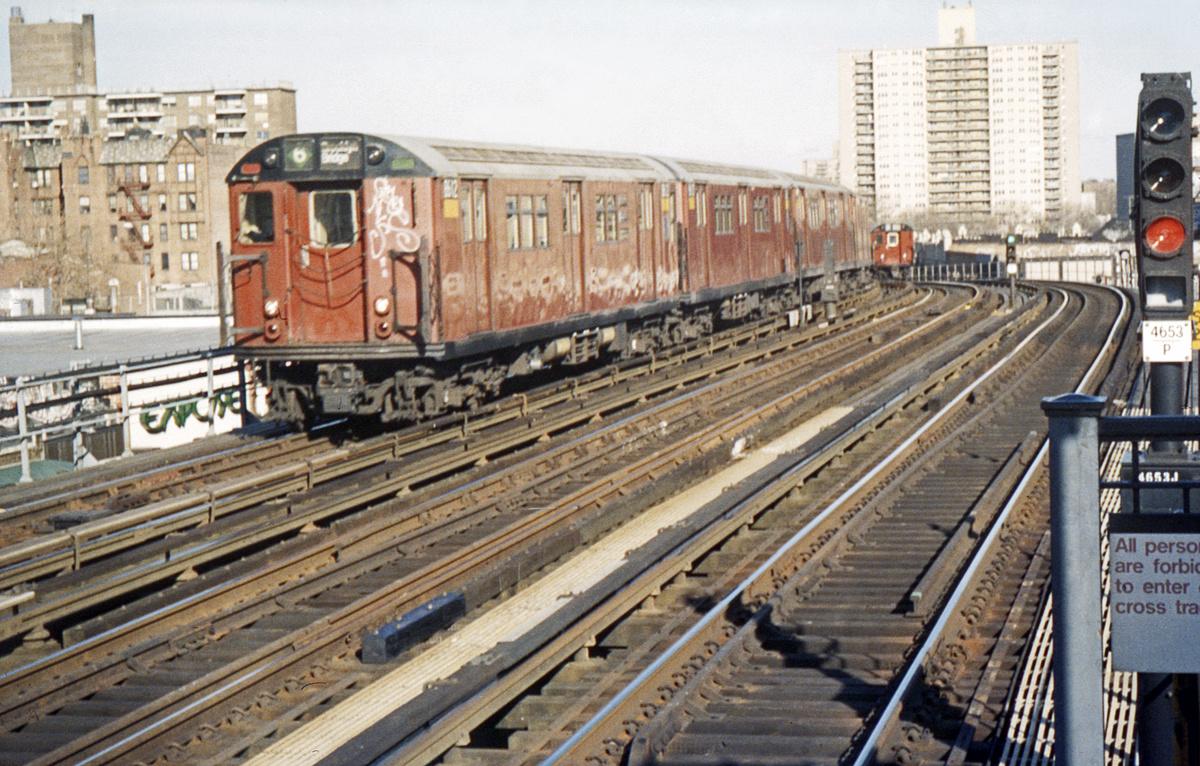 (543k, 1024x683)<br><b>Country:</b> United States<br><b>City:</b> New York<br><b>System:</b> New York City Transit<br><b>Line:</b> IRT Pelham Line<br><b>Location:</b> Westchester Square <br><b>Route:</b> 6<br><b>Car:</b> R-29 (St. Louis, 1962) 8612 <br><b>Photo by:</b> Ed Davis, Sr.<br><b>Collection of:</b> David Pirmann<br><b>Date:</b> 3/2000<br><b>Viewed (this week/total):</b> 1 / 3465