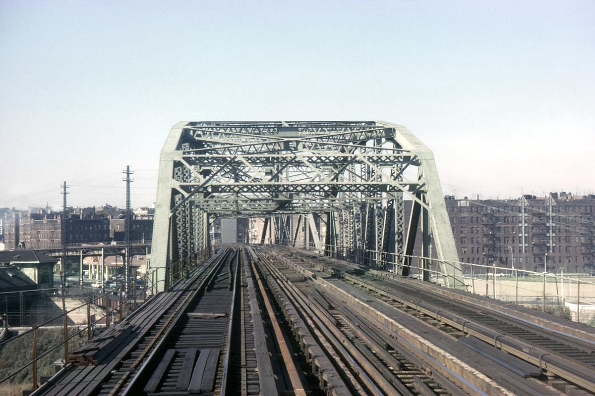 (478k, 1044x700)<br><b>Country:</b> United States<br><b>City:</b> New York<br><b>System:</b> New York City Transit<br><b>Line:</b> IRT Pelham Line<br><b>Location:</b> Bronx River Bridge <br><b>Collection of:</b> David Pirmann<br><b>Date:</b> 10/24/1964<br><b>Viewed (this week/total):</b> 0 / 2021