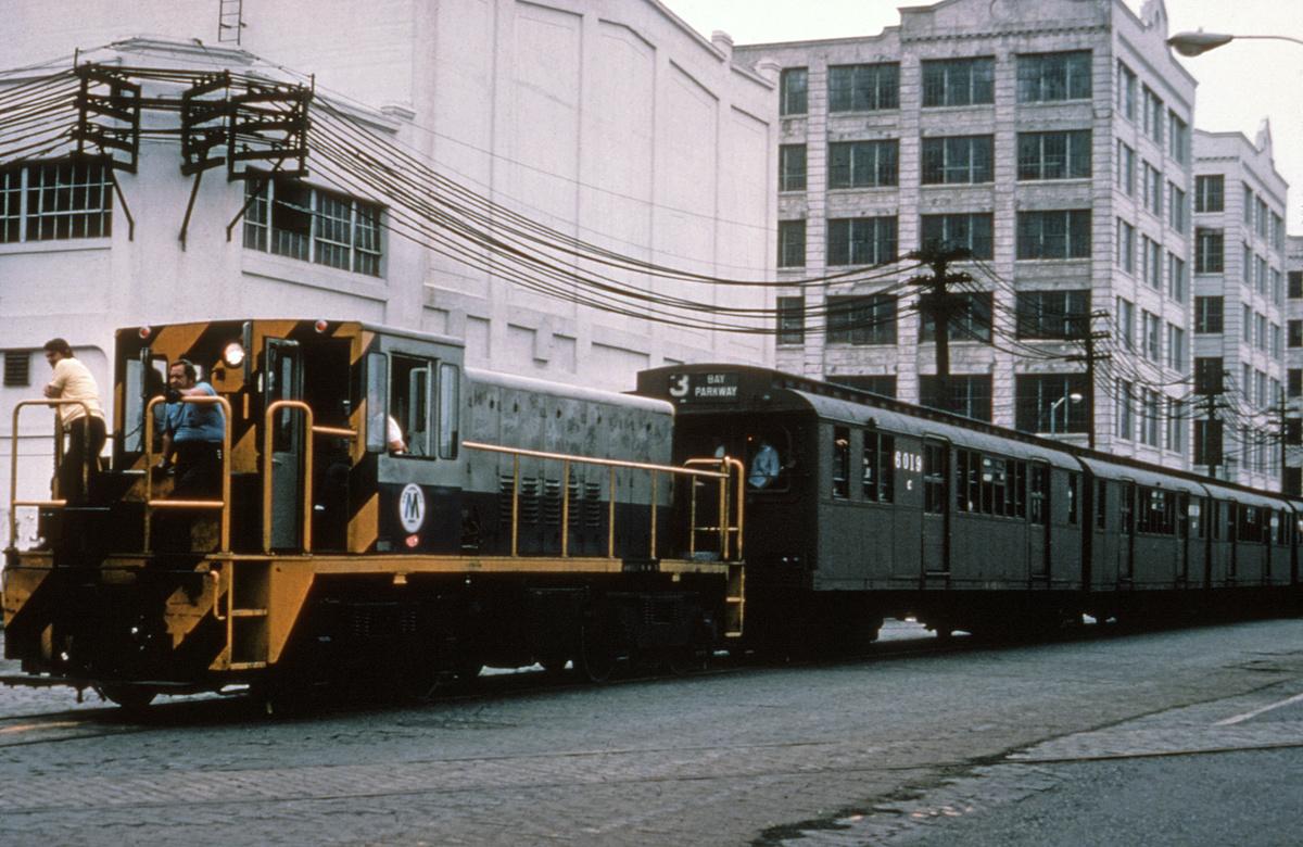 (419k, 1044x695)<br><b>Country:</b> United States<br><b>City:</b> New York<br><b>System:</b> New York City Transit<br><b>Line:</b> South Brooklyn Railway<br><b>Location:</b> Bush Terminal - 2nd Ave & 40th (BTRR)<br><b>Route:</b> Fan Trip<br><b>Car:</b> R-47 (SBK) Locomotive  N1 <br><b>Collection of:</b> David Pirmann<br><b>Date:</b> 9/20/1975<br><b>Viewed (this week/total):</b> 0 / 3397
