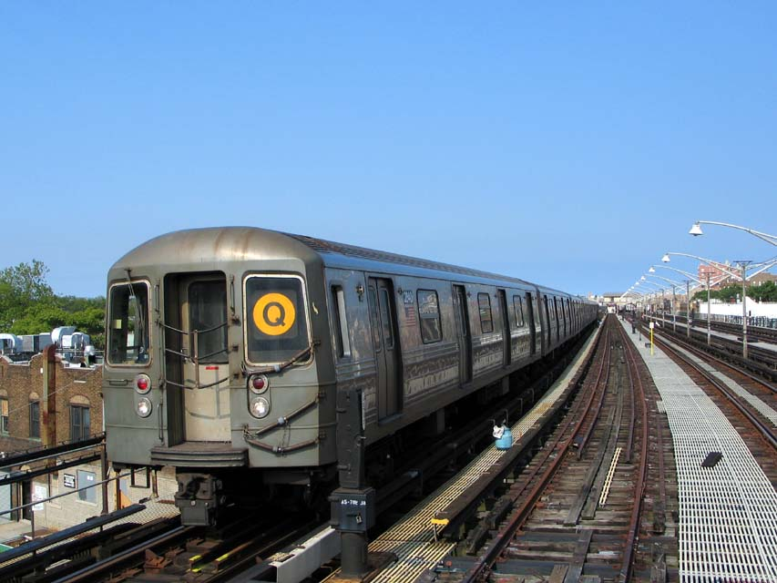 (95k, 853x640)<br><b>Country:</b> United States<br><b>City:</b> New York<br><b>System:</b> New York City Transit<br><b>Line:</b> BMT Brighton Line<br><b>Location:</b> Ocean Parkway <br><b>Route:</b> Q<br><b>Car:</b> R-68 (Westinghouse-Amrail, 1986-1988)  2840 <br><b>Photo by:</b> Michael Pompili<br><b>Date:</b> 6/1/2004<br><b>Viewed (this week/total):</b> 2 / 2663