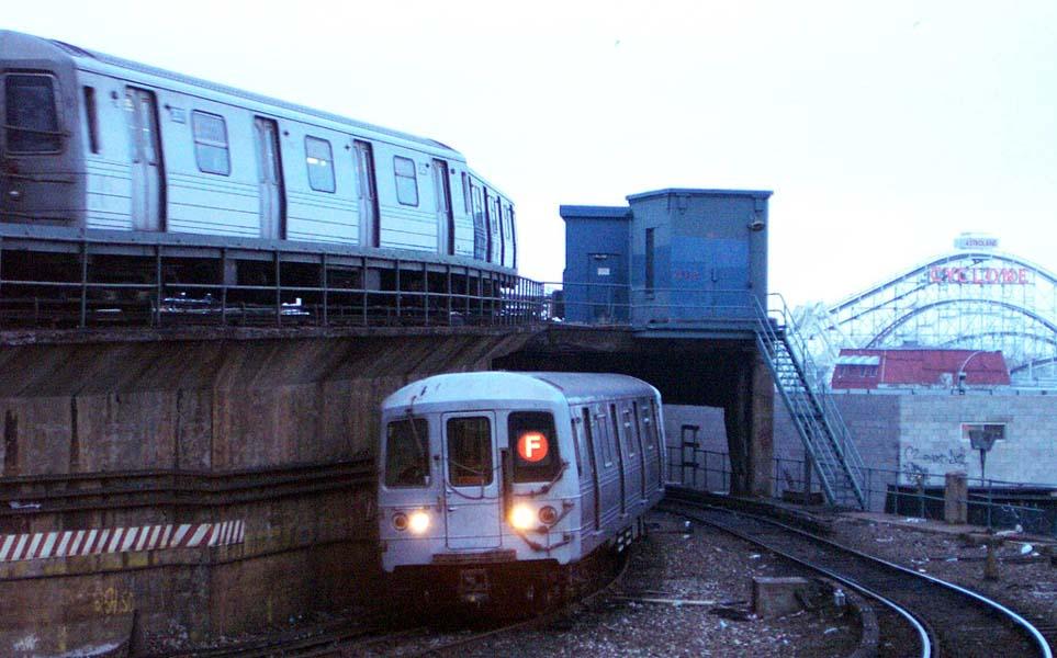 (94k, 963x600)<br><b>Country:</b> United States<br><b>City:</b> New York<br><b>System:</b> New York City Transit<br><b>Location:</b> Coney Island/Stillwell Avenue<br><b>Route:</b> F<br><b>Car:</b> R-46 (Pullman-Standard, 1974-75)  <br><b>Photo by:</b> Michael Pompili<br><b>Date:</b> 12/13/2001<br><b>Viewed (this week/total):</b> 0 / 4648