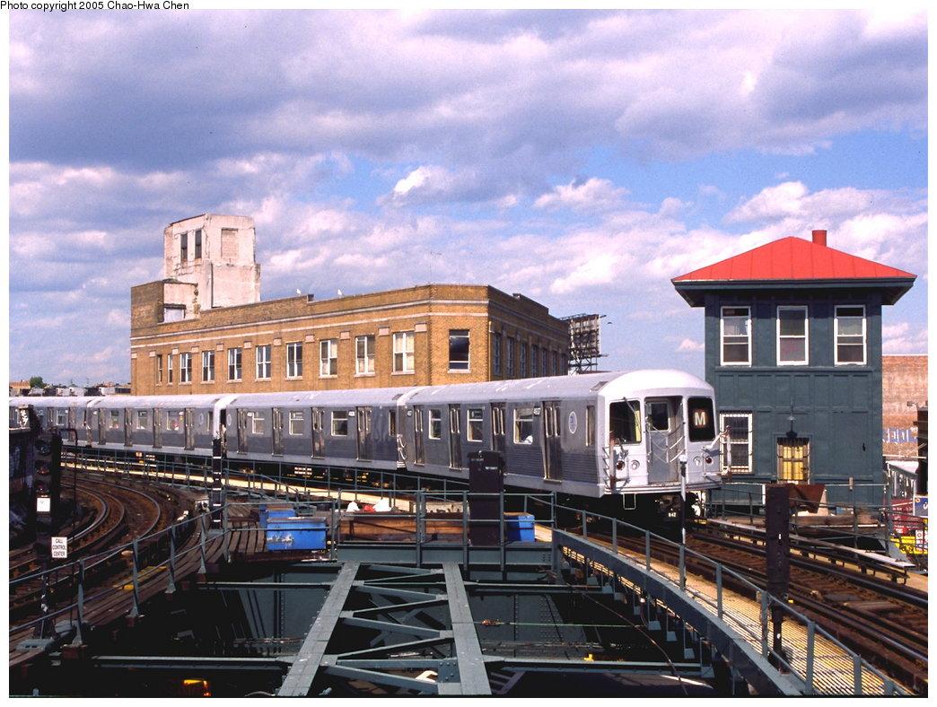 (202k, 1044x788)<br><b>Country:</b> United States<br><b>City:</b> New York<br><b>System:</b> New York City Transit<br><b>Line:</b> BMT Myrtle Avenue Line<br><b>Location:</b> Wyckoff Avenue <br><b>Route:</b> M<br><b>Car:</b> R-42 (St. Louis, 1969-1970)  4937 <br><b>Photo by:</b> Chao-Hwa Chen<br><b>Date:</b> 6/7/2000<br><b>Viewed (this week/total):</b> 2 / 4971