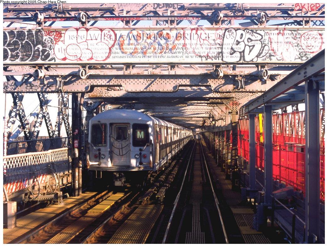 (281k, 1044x788)<br><b>Country:</b> United States<br><b>City:</b> New York<br><b>System:</b> New York City Transit<br><b>Line:</b> BMT Nassau Street/Jamaica Line<br><b>Location:</b> Williamsburg Bridge<br><b>Route:</b> M<br><b>Car:</b> R-42 (St. Louis, 1969-1970)   <br><b>Photo by:</b> Chao-Hwa Chen<br><b>Date:</b> 11/24/1998<br><b>Viewed (this week/total):</b> 7 / 4250
