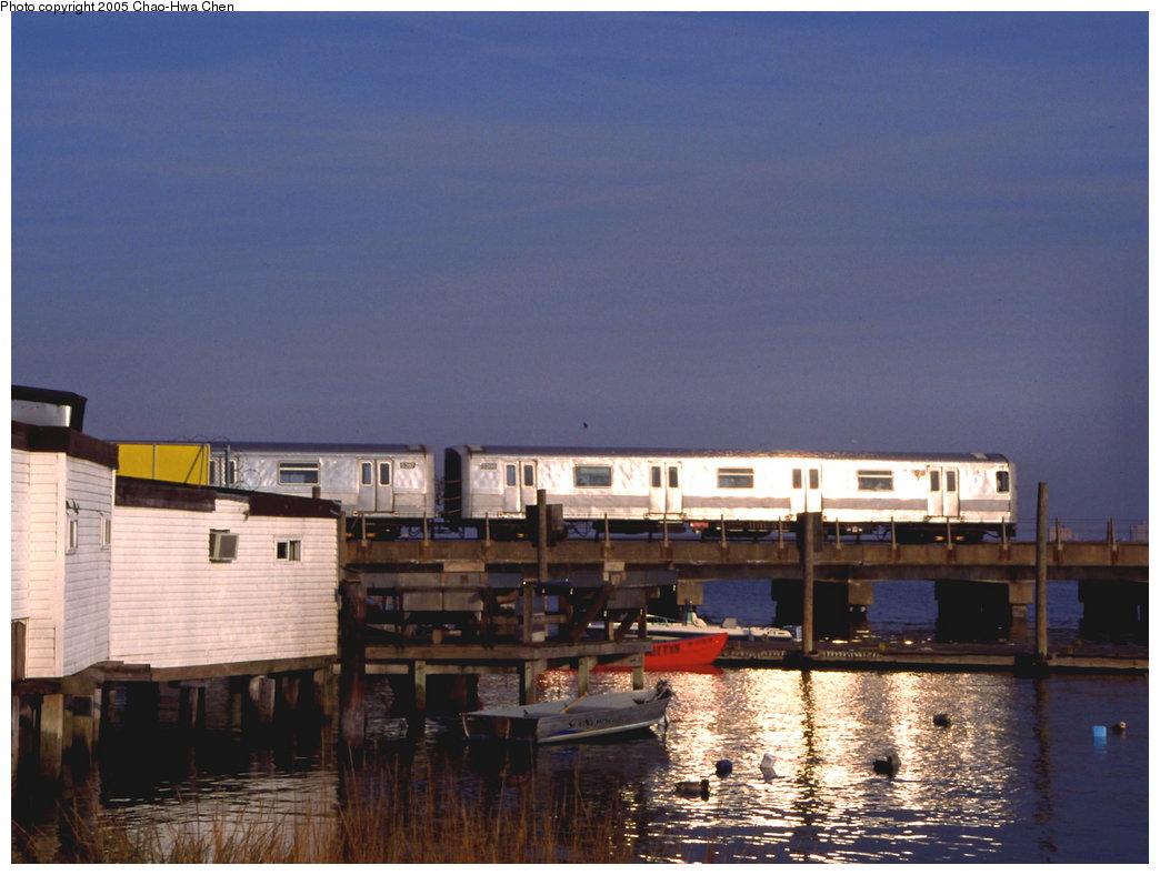 (145k, 1044x788)<br><b>Country:</b> United States<br><b>City:</b> New York<br><b>System:</b> New York City Transit<br><b>Line:</b> IND Rockaway<br><b>Location:</b> Broad Channel <br><b>Route:</b> S<br><b>Car:</b> R-44 (St. Louis, 1971-73) 5396 <br><b>Photo by:</b> Chao-Hwa Chen<br><b>Date:</b> 10/31/1999<br><b>Viewed (this week/total):</b> 3 / 3932