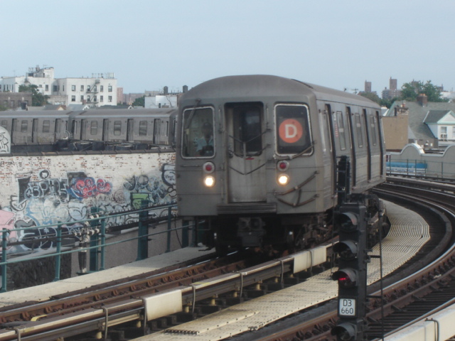 (136k, 640x480)<br><b>Country:</b> United States<br><b>City:</b> New York<br><b>System:</b> New York City Transit<br><b>Line:</b> BMT West End Line<br><b>Location:</b> 18th Avenue <br><b>Route:</b> D<br><b>Car:</b> R-68/R-68A Series (Number Unknown)  <br><b>Photo by:</b> DeAndre Burrell<br><b>Date:</b> 8/26/2005<br><b>Viewed (this week/total):</b> 1 / 3476