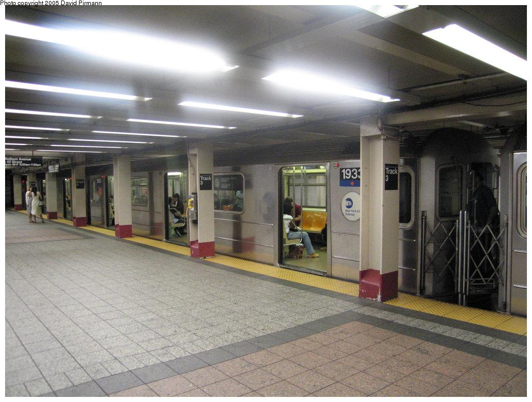 (180k, 1044x788)<br><b>Country:</b> United States<br><b>City:</b> New York<br><b>System:</b> New York City Transit<br><b>Line:</b> IRT Times Square-Grand Central Shuttle<br><b>Location:</b> Grand Central <br><b>Route:</b> S<br><b>Car:</b> R-62A (Bombardier, 1984-1987)  1933 <br><b>Photo by:</b> David Pirmann<br><b>Date:</b> 9/6/2005<br><b>Viewed (this week/total):</b> 0 / 4794