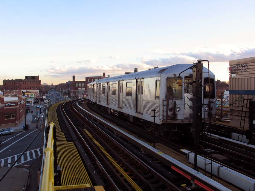 (85k, 853x640)<br><b>Country:</b> United States<br><b>City:</b> New York<br><b>System:</b> New York City Transit<br><b>Line:</b> BMT West End Line<br><b>Location:</b> 25th Avenue <br><b>Route:</b> M<br><b>Car:</b> R-42 (St. Louis, 1969-1970)  4562 <br><b>Photo by:</b> Michael Pompili<br><b>Date:</b> 12/8/2004<br><b>Viewed (this week/total):</b> 0 / 2957
