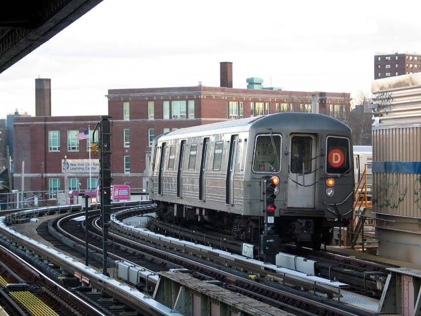 (107k, 853x640)<br><b>Country:</b> United States<br><b>City:</b> New York<br><b>System:</b> New York City Transit<br><b>Line:</b> BMT West End Line<br><b>Location:</b> 25th Avenue <br><b>Route:</b> D<br><b>Car:</b> R-68/R-68A Series (Number Unknown)  <br><b>Photo by:</b> Michael Pompili<br><b>Date:</b> 12/8/2004<br><b>Viewed (this week/total):</b> 0 / 3297