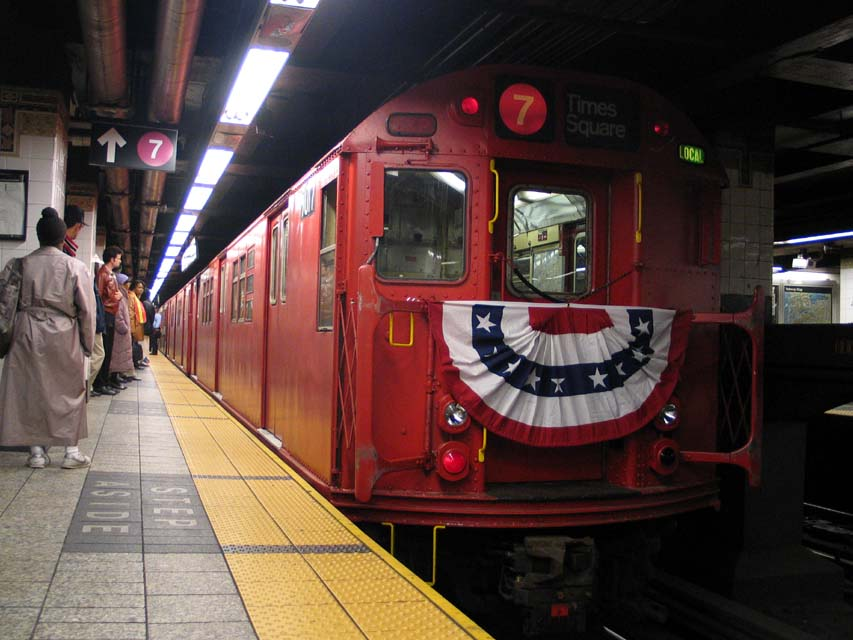 (90k, 853x640)<br><b>Country:</b> United States<br><b>City:</b> New York<br><b>System:</b> New York City Transit<br><b>Line:</b> IRT East Side Line<br><b>Location:</b> Grand Central <br><b>Route:</b> Fan Trip<br><b>Car:</b> R-33 Main Line (St. Louis, 1962-63) 9017 <br><b>Photo by:</b> Michael Pompili<br><b>Date:</b> 10/27/2004<br><b>Viewed (this week/total):</b> 0 / 3134