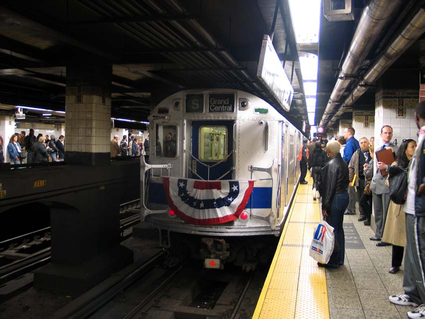 (94k, 853x640)<br><b>Country:</b> United States<br><b>City:</b> New York<br><b>System:</b> New York City Transit<br><b>Line:</b> IRT East Side Line<br><b>Location:</b> Grand Central <br><b>Route:</b> Fan Trip<br><b>Car:</b> R-33 Main Line (St. Louis, 1962-63) 9207 <br><b>Photo by:</b> Michael Pompili<br><b>Date:</b> 10/27/2004<br><b>Viewed (this week/total):</b> 3 / 3411