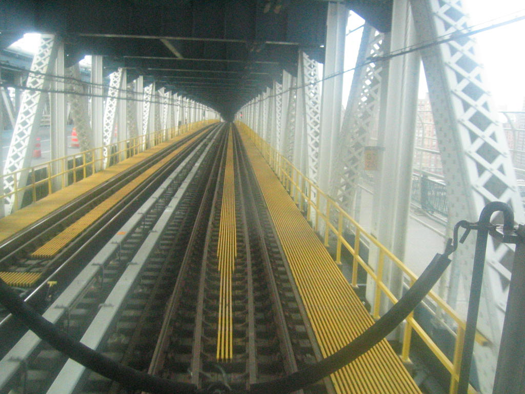 (141k, 1024x768)<br><b>Country:</b> United States<br><b>City:</b> New York<br><b>System:</b> New York City Transit<br><b>Location:</b> Manhattan Bridge<br><b>Photo by:</b> Jeremy Whiteman<br><b>Date:</b> 4/9/2004<br><b>Viewed (this week/total):</b> 2 / 3884