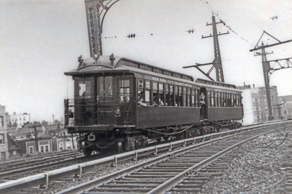 (317k, 1024x682)<br><b>Country:</b> United States<br><b>City:</b> New York<br><b>System:</b> New York City Transit<br><b>Line:</b> IRT Dyre Ave. Line<br><b>Location:</b> Dyre Line north of E.180th St.<br><b>Car:</b> Manhattan El  <br><b>Collection of:</b> David Pirmann<br><b>Viewed (this week/total):</b> 0 / 3078