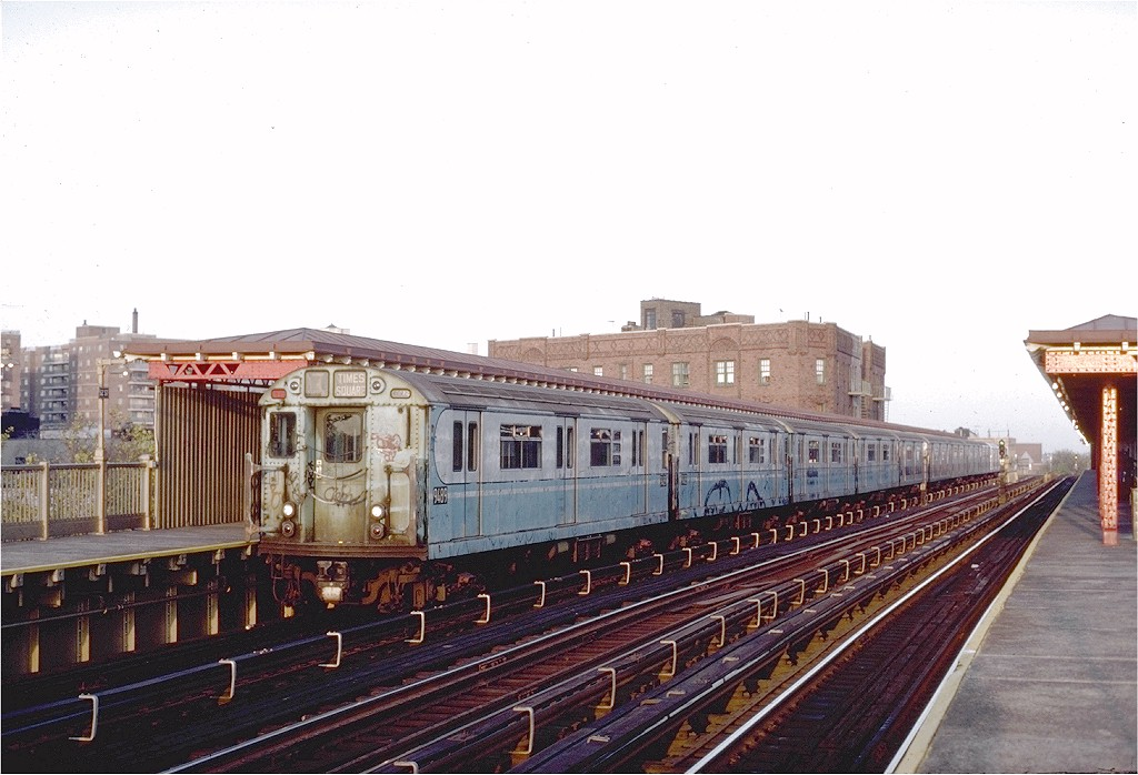 (181k, 1024x698)<br><b>Country:</b> United States<br><b>City:</b> New York<br><b>System:</b> New York City Transit<br><b>Line:</b> IRT Flushing Line<br><b>Location:</b> 52nd Street/Lincoln Avenue <br><b>Route:</b> 7<br><b>Car:</b> R-36 World's Fair (St. Louis, 1963-64) 9489 <br><b>Photo by:</b> Steve Zabel<br><b>Collection of:</b> Joe Testagrose<br><b>Date:</b> 11/2/1981<br><b>Viewed (this week/total):</b> 0 / 3826
