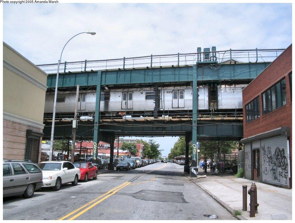 (164k, 1020x770)<br><b>Country:</b> United States<br><b>City:</b> New York<br><b>System:</b> New York City Transit<br><b>Line:</b> BMT Culver Line<br><b>Location:</b> West 8th Street <br><b>Route:</b> F<br><b>Car:</b> R-46 (Pullman-Standard, 1974-75) 5713 <br><b>Photo by:</b> Amanda Marsh<br><b>Date:</b> 7/25/2004<br><b>Viewed (this week/total):</b> 2 / 6087