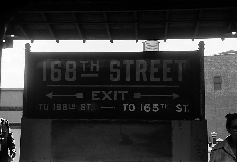 (69k, 830x568)<br><b>Country:</b> United States<br><b>City:</b> New York<br><b>System:</b> New York City Transit<br><b>Line:</b> BMT Nassau Street/Jamaica Line<br><b>Location:</b> 168th Street (Demolished) <br><b>Photo by:</b> Stuart Gitlow<br><b>Date:</b> 10/1977<br><b>Viewed (this week/total):</b> 0 / 3967