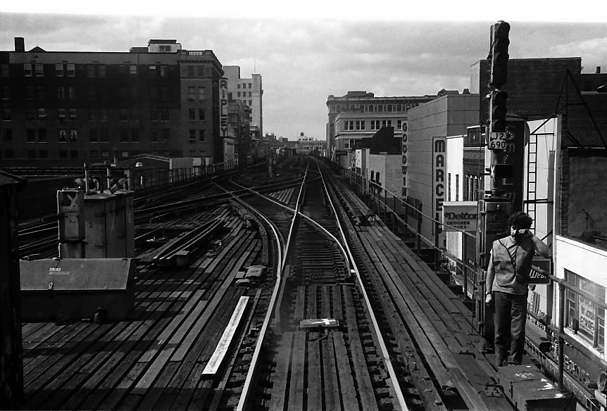 (152k, 862x584)<br><b>Country:</b> United States<br><b>City:</b> New York<br><b>System:</b> New York City Transit<br><b>Line:</b> BMT Nassau Street/Jamaica Line<br><b>Location:</b> 168th Street (Demolished) <br><b>Photo by:</b> Stuart Gitlow<br><b>Date:</b> 10/1977<br><b>Viewed (this week/total):</b> 3 / 5564
