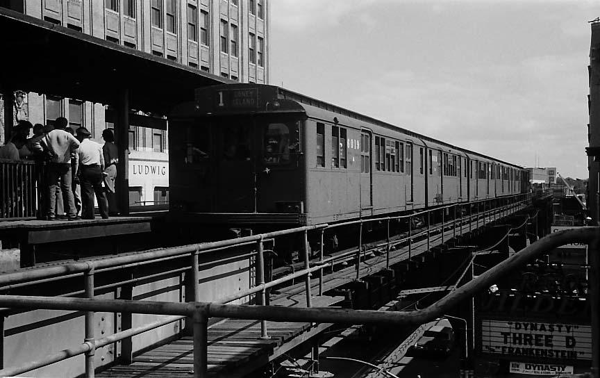 (82k, 864x544)<br><b>Country:</b> United States<br><b>City:</b> New York<br><b>System:</b> New York City Transit<br><b>Line:</b> BMT Nassau Street/Jamaica Line<br><b>Location:</b> 168th Street (Demolished) <br><b>Route:</b> Fan Trip<br><b>Car:</b> BMT D-Type Triplex 6019 <br><b>Photo by:</b> Stuart Gitlow<br><b>Date:</b> 10/1977<br><b>Viewed (this week/total):</b> 3 / 4503