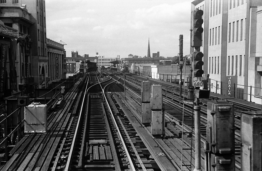(160k, 864x564)<br><b>Country:</b> United States<br><b>City:</b> New York<br><b>System:</b> New York City Transit<br><b>Line:</b> BMT Nassau Street/Jamaica Line<br><b>Location:</b> 168th Street (Demolished) <br><b>Photo by:</b> Stuart Gitlow<br><b>Date:</b> 10/1977<br><b>Viewed (this week/total):</b> 1 / 3881