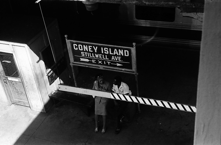 (87k, 860x566)<br><b>Country:</b> United States<br><b>City:</b> New York<br><b>System:</b> New York City Transit<br><b>Location:</b> Coney Island/Stillwell Avenue<br><b>Photo by:</b> Stuart Gitlow<br><b>Date:</b> 10/1977<br><b>Viewed (this week/total):</b> 0 / 1605