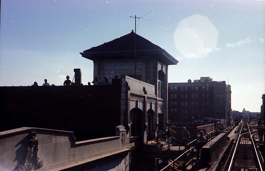 (53k, 862x558)<br><b>Country:</b> United States<br><b>City:</b> New York<br><b>System:</b> New York City Transit<br><b>Line:</b> BMT Nassau Street/Jamaica Line<br><b>Location:</b> 168th Street (Demolished) <br><b>Photo by:</b> Stuart Gitlow<br><b>Date:</b> 10/1977<br><b>Viewed (this week/total):</b> 2 / 6508