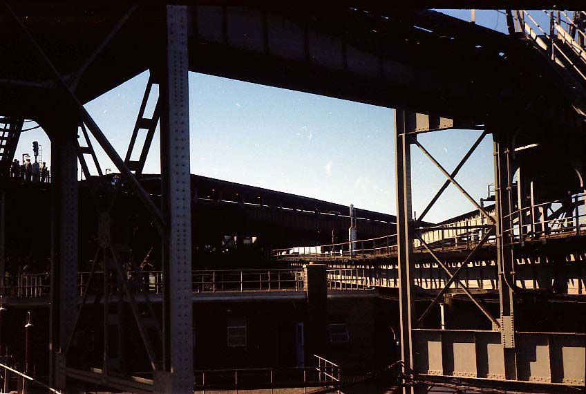 (77k, 848x570)<br><b>Country:</b> United States<br><b>City:</b> New York<br><b>System:</b> New York City Transit<br><b>Line:</b> BMT Nassau Street/Jamaica Line<br><b>Location:</b> Broadway/East New York (Broadway Junction) <br><b>Photo by:</b> Stuart Gitlow<br><b>Date:</b> 9/11/1977<br><b>Notes:</b> Broadway Junction - Fulton El yard leads/trackways.<br><b>Viewed (this week/total):</b> 0 / 2011