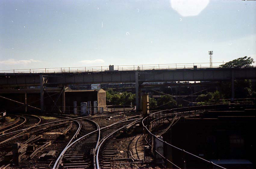 (68k, 850x560)<br><b>Country:</b> United States<br><b>City:</b> New York<br><b>System:</b> New York City Transit<br><b>Location:</b> East New York Yard/Shops<br><b>Photo by:</b> Stuart Gitlow<br><b>Date:</b> 9/11/1977<br><b>Notes:</b> East New York Yard leads.<br><b>Viewed (this week/total):</b> 0 / 2189