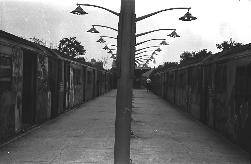 (55k, 860x564)<br><b>Country:</b> United States<br><b>City:</b> New York<br><b>System:</b> New York City Transit<br><b>Line:</b> IRT Dyre Ave. Line<br><b>Location:</b> Dyre Avenue <br><b>Route:</b> 5<br><b>Car:</b> R-21/R-22 Series (Number Unknown)  <br><b>Photo by:</b> Stuart Gitlow<br><b>Date:</b> 10/1977<br><b>Viewed (this week/total):</b> 0 / 3475
