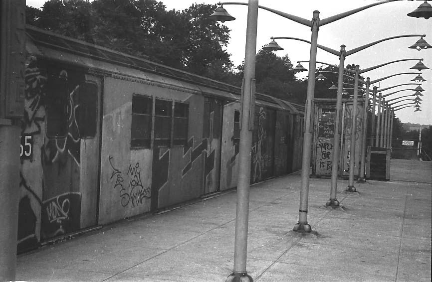 (74k, 866x566)<br><b>Country:</b> United States<br><b>City:</b> New York<br><b>System:</b> New York City Transit<br><b>Line:</b> IRT Dyre Ave. Line<br><b>Location:</b> Dyre Avenue <br><b>Route:</b> 5<br><b>Car:</b> R-21/R-22 Series (Number Unknown)  <br><b>Photo by:</b> Stuart Gitlow<br><b>Date:</b> 10/1977<br><b>Viewed (this week/total):</b> 1 / 3811