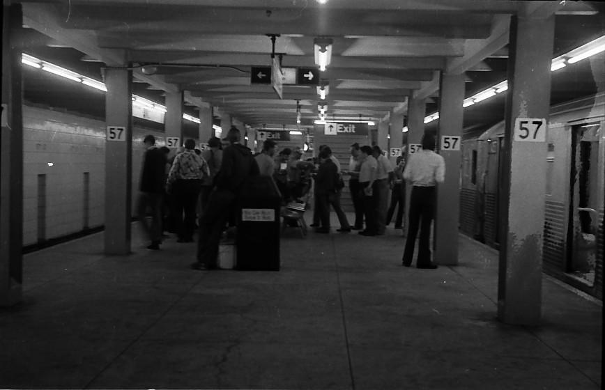 (82k, 868x560)<br><b>Country:</b> United States<br><b>City:</b> New York<br><b>System:</b> New York City Transit<br><b>Line:</b> IND 6th Avenue Line<br><b>Location:</b> 57th Street <br><b>Route:</b> B<br><b>Car:</b> R-38 (St. Louis, 1966-1967)   <br><b>Photo by:</b> Stuart Gitlow<br><b>Date:</b> 10/1977<br><b>Viewed (this week/total):</b> 0 / 4209