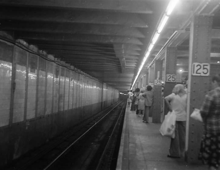 (32k, 726x561)<br><b>Country:</b> United States<br><b>City:</b> New York<br><b>System:</b> New York City Transit<br><b>Line:</b> IRT East Side Line<br><b>Location:</b> 125th Street <br><b>Photo by:</b> Stuart Gitlow<br><b>Date:</b> 10/1977<br><b>Viewed (this week/total):</b> 1 / 3469