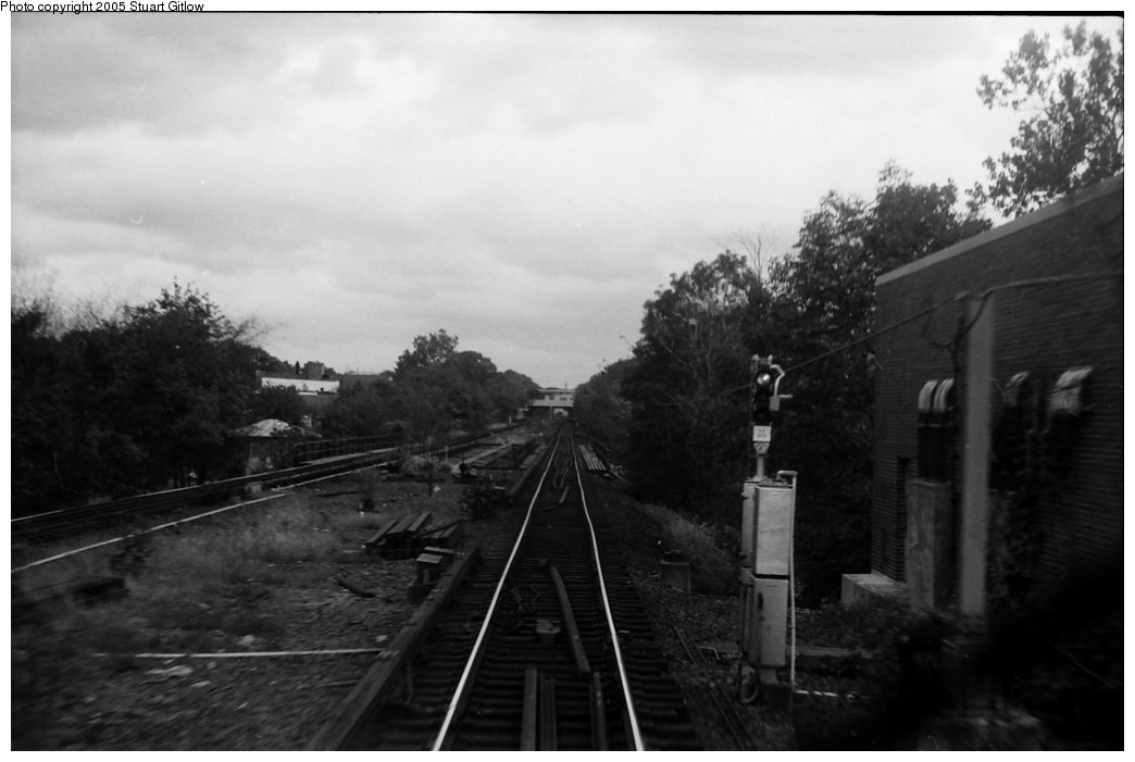 (95k, 1044x701)<br><b>Country:</b> United States<br><b>City:</b> New York<br><b>System:</b> New York City Transit<br><b>Line:</b> IRT Dyre Ave. Line<br><b>Location:</b> Morris Park <br><b>Photo by:</b> Stuart Gitlow<br><b>Date:</b> 10/18/1977<br><b>Viewed (this week/total):</b> 0 / 2724