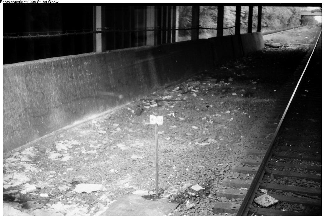 (124k, 1044x706)<br><b>Country:</b> United States<br><b>City:</b> New York<br><b>System:</b> New York City Transit<br><b>Line:</b> IRT Dyre Ave. Line<br><b>Location:</b> Morris Park <br><b>Photo by:</b> Stuart Gitlow<br><b>Date:</b> 10/18/1977<br><b>Viewed (this week/total):</b> 0 / 2462
