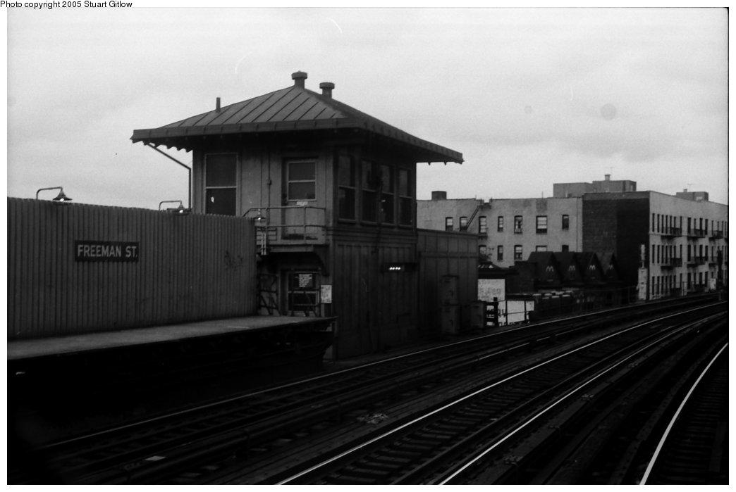 (84k, 1044x699)<br><b>Country:</b> United States<br><b>City:</b> New York<br><b>System:</b> New York City Transit<br><b>Line:</b> IRT White Plains Road Line<br><b>Location:</b> Freeman Street <br><b>Photo by:</b> Stuart Gitlow<br><b>Date:</b> 10/18/1977<br><b>Viewed (this week/total):</b> 3 / 2406