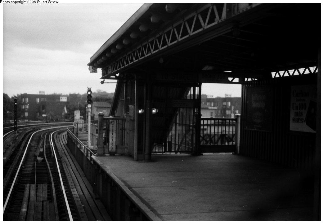 (84k, 1044x724)<br><b>Country:</b> United States<br><b>City:</b> New York<br><b>System:</b> New York City Transit<br><b>Line:</b> IRT White Plains Road Line<br><b>Location:</b> West Farms Sq./East Tremont Ave./177th St. <br><b>Photo by:</b> Stuart Gitlow<br><b>Date:</b> 10/18/1977<br><b>Viewed (this week/total):</b> 4 / 1717