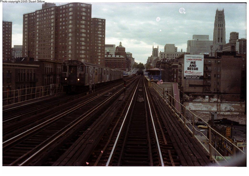 (137k, 1044x737)<br><b>Country:</b> United States<br><b>City:</b> New York<br><b>System:</b> New York City Transit<br><b>Line:</b> IRT West Side Line<br><b>Location:</b> 125th Street <br><b>Photo by:</b> Stuart Gitlow<br><b>Date:</b> 10/18/1977<br><b>Viewed (this week/total):</b> 1 / 2008