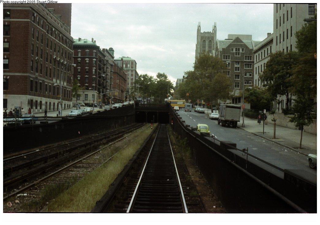 (120k, 1044x734)<br><b>Country:</b> United States<br><b>City:</b> New York<br><b>System:</b> New York City Transit<br><b>Line:</b> IRT West Side Line<br><b>Location:</b> 125th Street <br><b>Photo by:</b> Stuart Gitlow<br><b>Date:</b> 10/18/1977<br><b>Viewed (this week/total):</b> 0 / 2196
