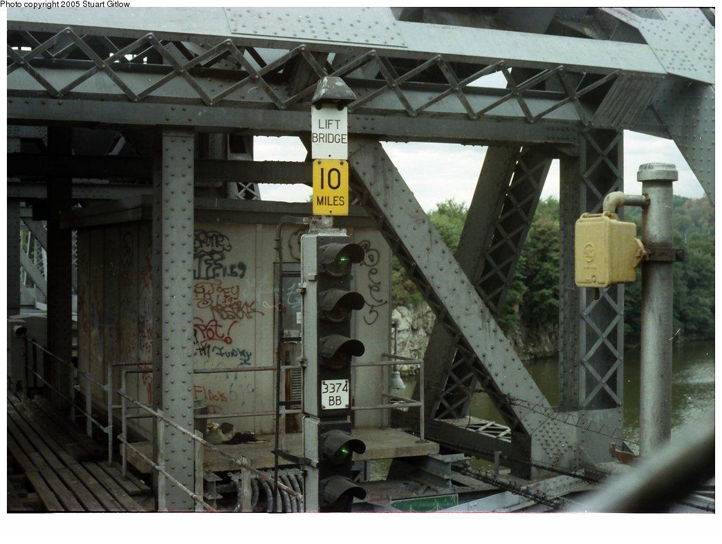 (141k, 1044x787)<br><b>Country:</b> United States<br><b>City:</b> New York<br><b>System:</b> New York City Transit<br><b>Line:</b> IRT West Side Line<br><b>Location:</b> 225th Street <br><b>Photo by:</b> Stuart Gitlow<br><b>Date:</b> 10/18/1977<br><b>Viewed (this week/total):</b> 11 / 2936