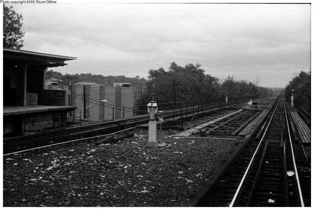 (133k, 1044x701)<br><b>Country:</b> United States<br><b>City:</b> New York<br><b>System:</b> New York City Transit<br><b>Line:</b> IRT Dyre Ave. Line<br><b>Location:</b> Baychester Avenue <br><b>Photo by:</b> Stuart Gitlow<br><b>Date:</b> 10/18/1977<br><b>Viewed (this week/total):</b> 0 / 2281