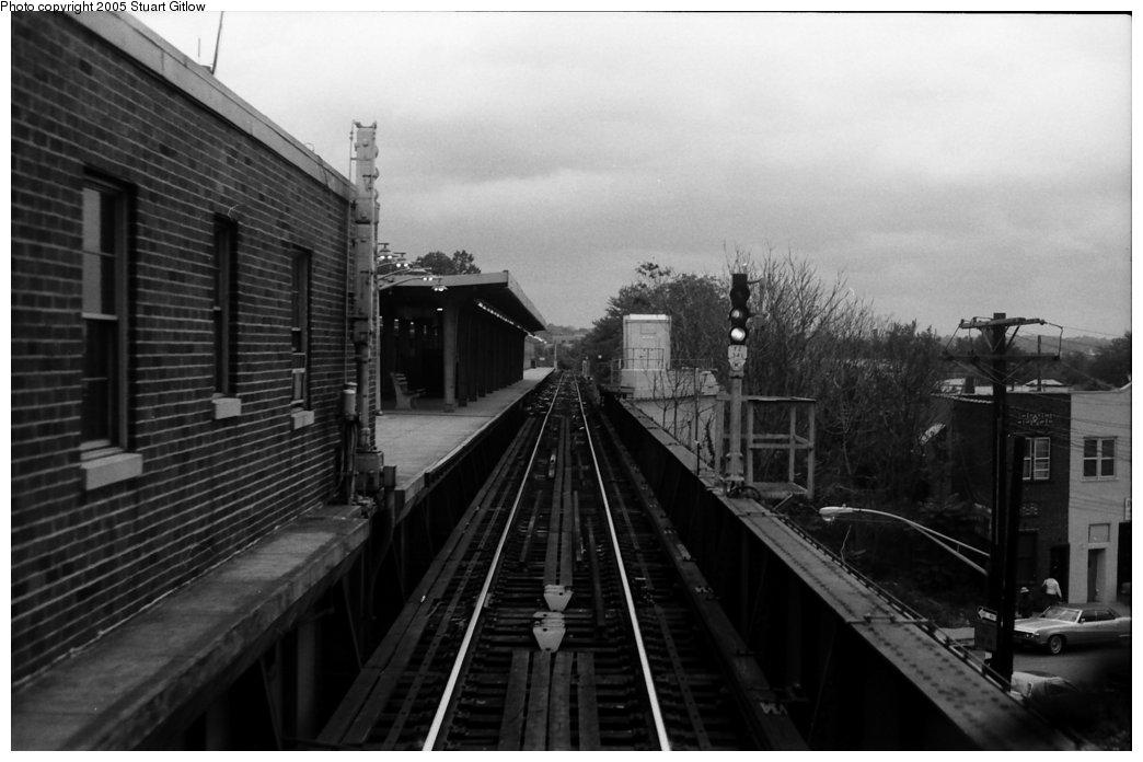 (112k, 1044x696)<br><b>Country:</b> United States<br><b>City:</b> New York<br><b>System:</b> New York City Transit<br><b>Line:</b> IRT Dyre Ave. Line<br><b>Location:</b> Dyre Avenue <br><b>Photo by:</b> Stuart Gitlow<br><b>Date:</b> 10/18/1977<br><b>Viewed (this week/total):</b> 1 / 3153