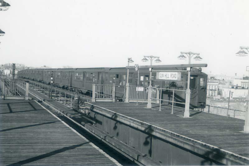 (57k, 800x535)<br><b>Country:</b> United States<br><b>City:</b> New York<br><b>System:</b> New York City Transit<br><b>Line:</b> IRT White Plains Road Line<br><b>Location:</b> Gun Hill Road <br><b>Car:</b> Low-V  <br><b>Collection of:</b> Christopher Sattler<br><b>Date:</b> 3/14/1963<br><b>Viewed (this week/total):</b> 2 / 3966